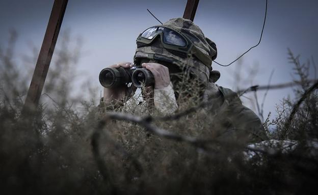 """צפו: צה""""ל נערך ללחימה בגבול הסורי (צילום: דו""""צ)"""