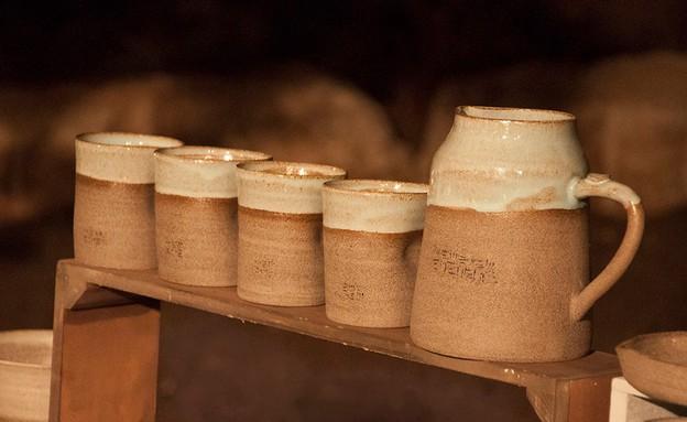 חורף, סיגי אופיר, זוג ספלים 90-95 שקלים, קומקום 15 (צילום:  נעה זני)