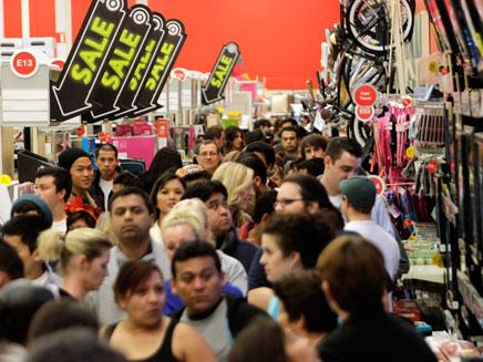 """קונים בבלאק פריידי בארה""""ב, ארכיון (צילום: רויטרס)"""
