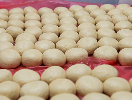 רולדין סופגניות ייצור עיגולי בצק (צילום: נמרוד סונדרס,  יחסי ציבור )