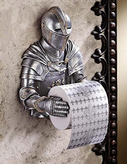 עיצוב גיקי, מתקן לנייר טואלט בצורת אביר, 63 שקל, ל