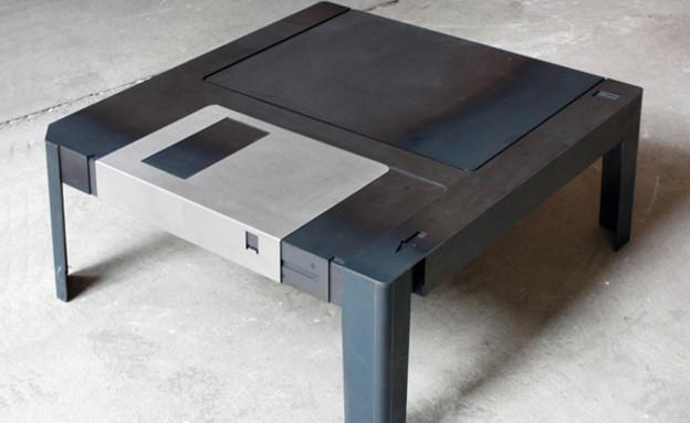 עיצוב גיקי, שולחן דיסקט, מחיר 3,627 שקל, להשיג Flo (צילום: Floppytable.com)