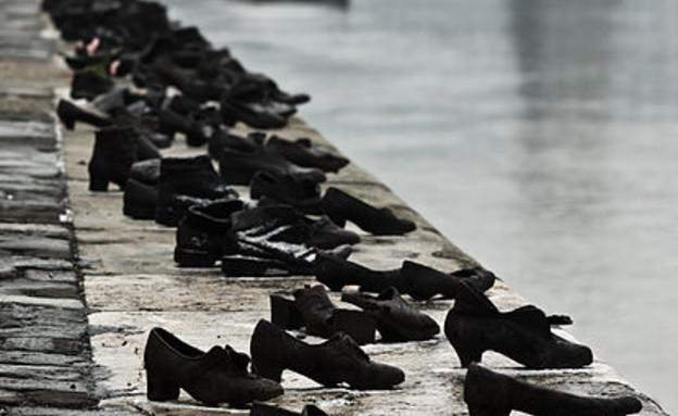 נעליים על הדנובה, בודפשט (צילום: Nikodem Nijaki, ויקיפדיה)