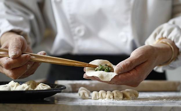 מסעדת פקין דאק האוס. הטבחים בפעולה (צילום: אפיק גבאי, אוכל טוב)