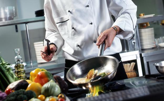 שף מטגן עם שמן זית (אילוסטרציה: gerenme, Thinkstock)