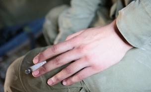 """סמים בצבא (צילום: עמוס חלפיון, עיתון """"במחנה"""")"""