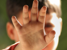 גננת וסייעת מהשפלה נעצרו בחשד שהכו בני 4