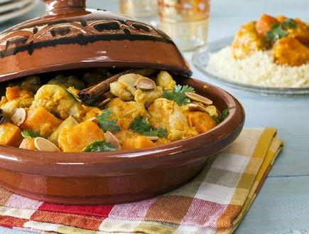 טאג'ין עוף עם ירקות כתומים  (צילום: אסף אמברם, אוכל טוב)