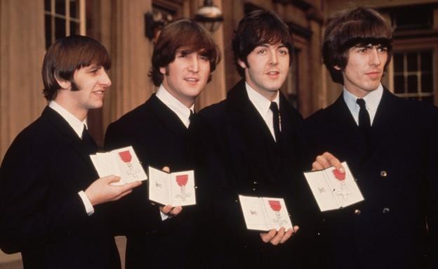 הביטלס מקבלים תואר אבירות אוקטובר 1965 (צילום: George Freston, GettyImages IL)