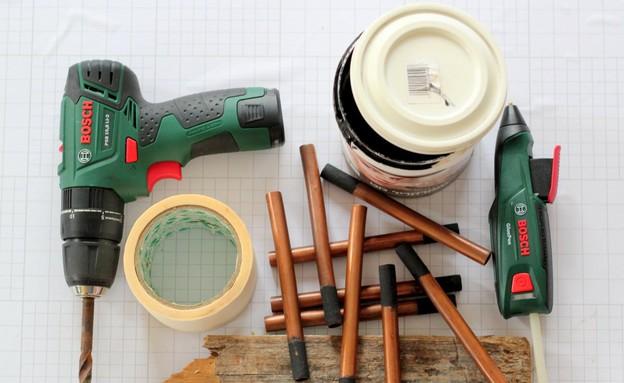 חנוכיות, צינורות חומרים (צילום: לירון גונן)