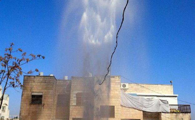 """צפו ב""""גייזר"""" בירושלים (צילום: ״מדברים תקשורת״)"""