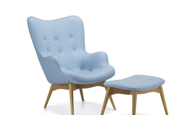 כורסא והדום מדגם דיוויס בעלות של 1,995 שח במקום 3,