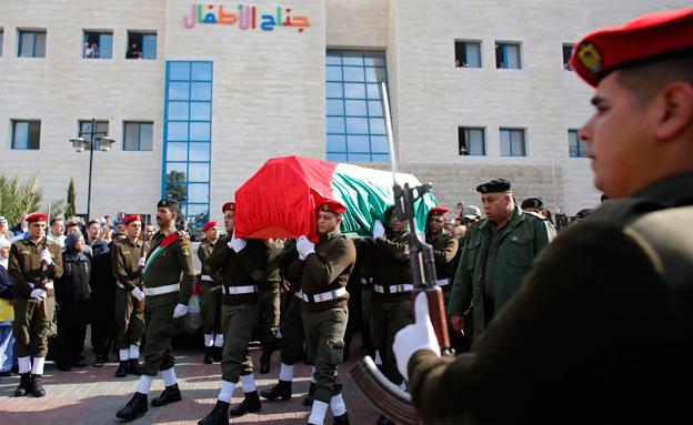 הלוויתו של זיאד אבו עין (צילום: רויטרס)
