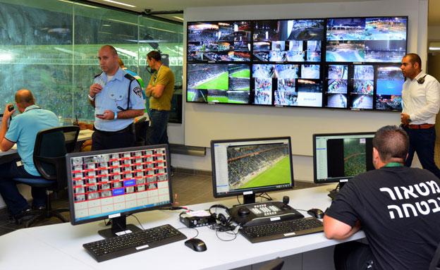 חדר השליטה באצטדיון סמי עופר (צילום: צבי רוגר\עיריית חיפה)