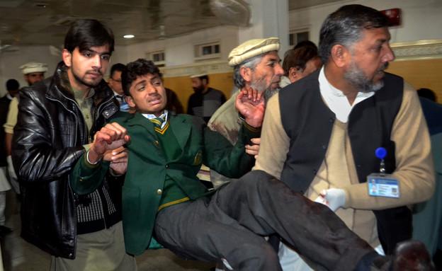 הטבח בבית הספר בפקיסטן (צילום: AP)