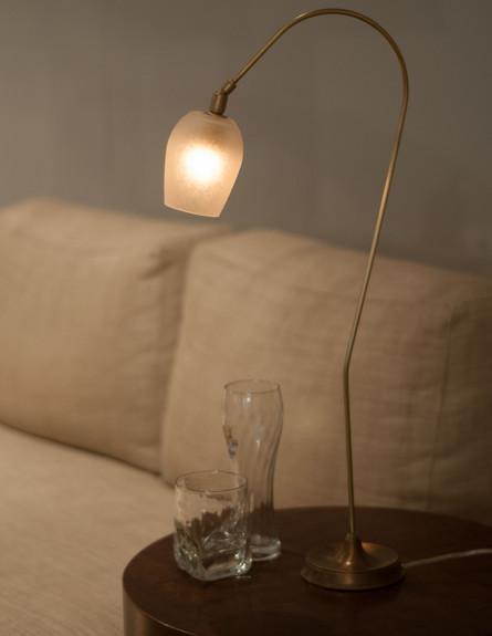 סוף שנה בסטייל, ג, גוף תאורה שולחני מפליז, צילום ז (צילום: זיו גדון)