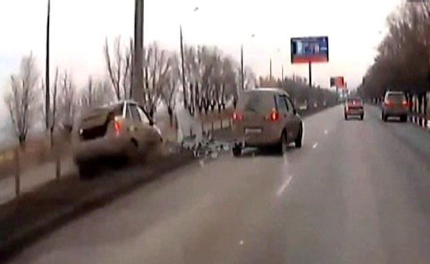 רוסיה: האקסית הזועמת נקמה על הכביש (צילום: חדשות 2)