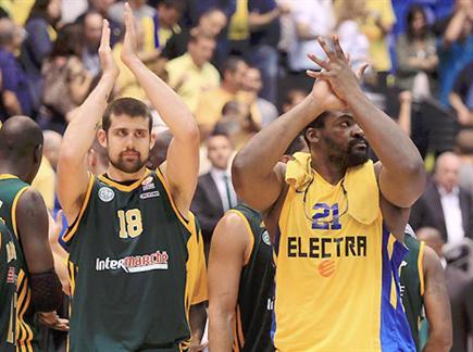 מורמן (משמאל) ליד סופו. בקרוב יחד? (צילום: אלן שיבר) (צילום: ספורט 5)