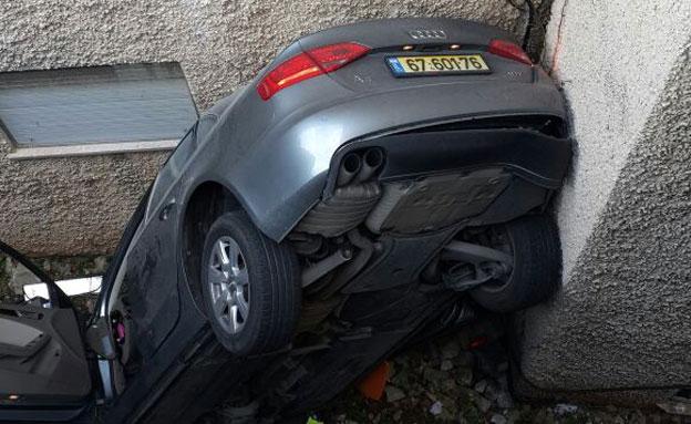 הרכב צנח מגובה שתי קומות (צילום: חדשות 2)