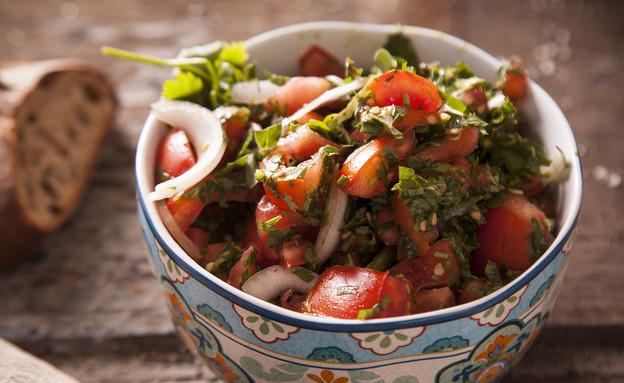 סלט עגבניות חריף - לא חייבים את כל הפלפל הירוק (צילום: אפיק גבאי, לאפות, לבשל, לאהוב)