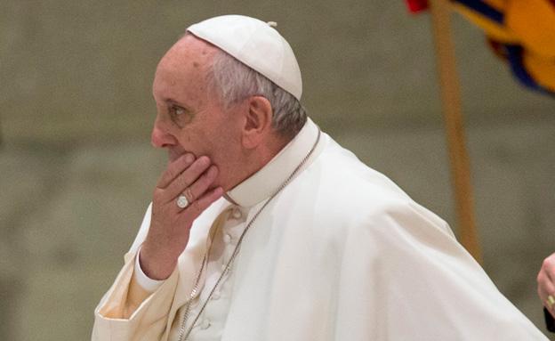 מאבק חזיתי במנהלת הכנסיה הקתולית (צילום: AP)