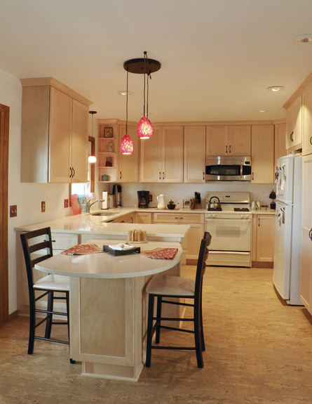 טעויות עיצוב, מטבח, טעות מספר 6 דחיסת שולחן אוכל ב (צילום: Thinkstock)