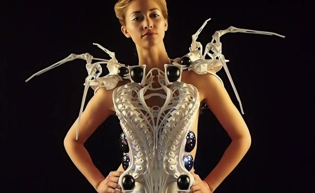 """""""שמלת עכביש"""" דור 2, Spider Dress 2 (צילום: Anouk Wipprecht, Vimeo)"""