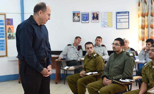 """""""מי שסטה מהדרך לא יהיה איתנו"""" (צילום: עדן מולדבסקי/משרד הביטחון)"""