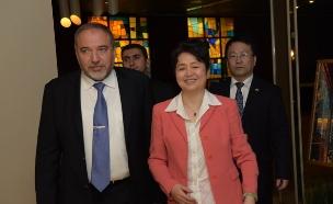 שגרירת סין בישראל ואביגדור ליברמן  (צילום: ישראל הדרי)