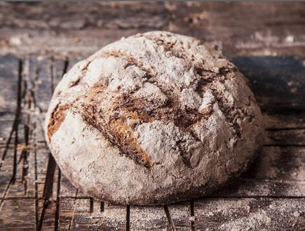לחם שיפון מלא. מחכים לא עמט אבל זה משתלם (צילום: אפיק גבאי, לאפות, לבשל, לאהוב)