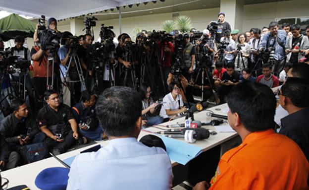 מסיבת עיתונאים בנושא חיפוש המטוס המלזי (צילום: חדשות 2)
