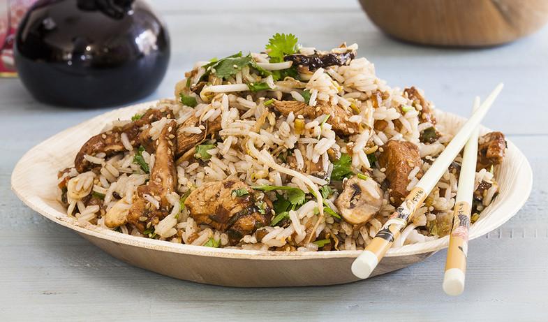 אורז מוקפץ עם עוף ופטריות