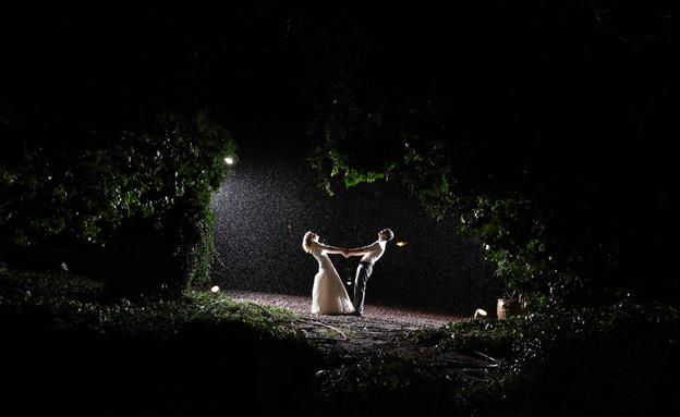 חתונה בגשם (צילום: אליהו ינאי)