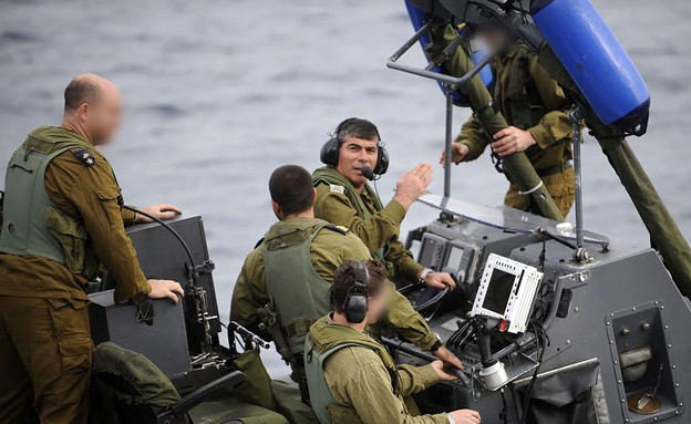 """פיקוד שייטת 13 והרמטכל לשעבר (צילום: דובר צה""""ל, באדיבות גרעיני החיילים)"""