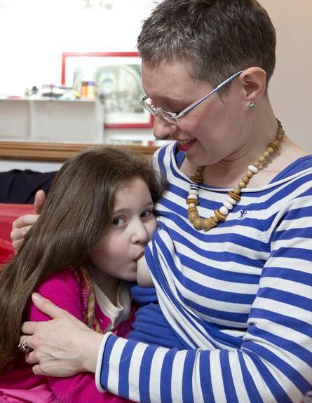 מניקה עד גיל 6 (צילום: - rosie halem platform press)