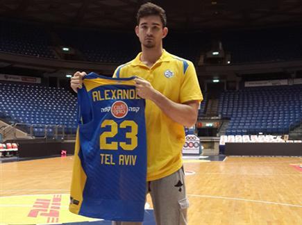 ג'ו אלכסנדר, בקרוב גם ילבש את החולצה (האתר הרשמי) (צילום: ספורט 5)