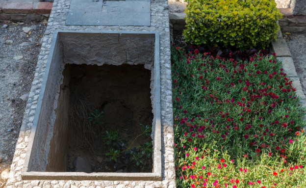 קבר פתוח (צילום: אימג'בנק / Thinkstock)