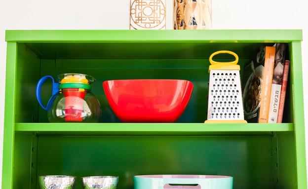דירה סטפני גריב, מדפים ירוקים (צילום: יוראי ליברמן)