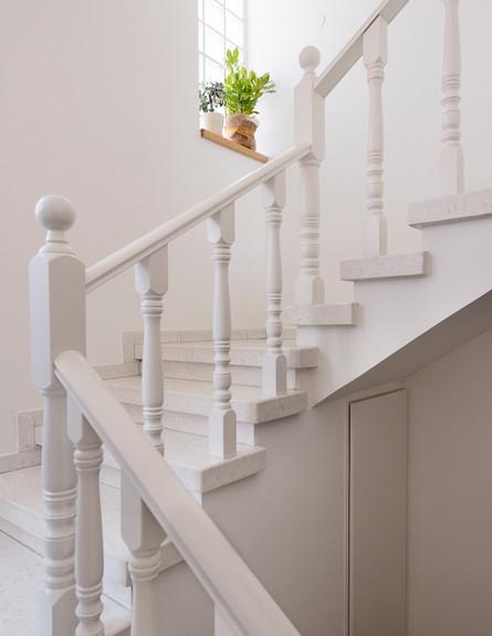 דלית לילינטל, מדרגות