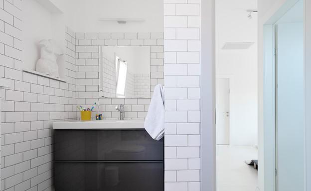 דלית לילינטל, מקלחת (צילום: גדעון לוין)