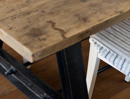 דלית לילינטל, רגלי שולחן