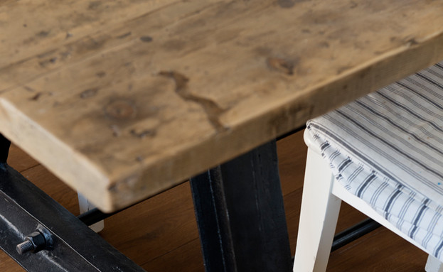 דלית לילינטל, רגלי שולחן (צילום: גדעון לוין)