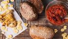 לחמניות מחמצת מקמח מלא עם תמרים וטחינה (צילום: אפיק גבאי, לאפות, לבשל, לאהוב)