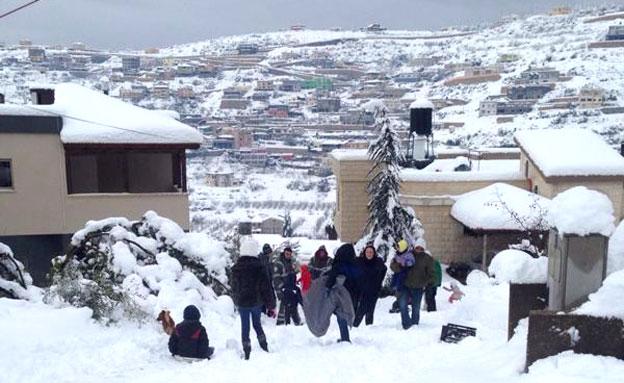 משחקים בשלג בבית ג'אן (צילום: סאמר עלי)