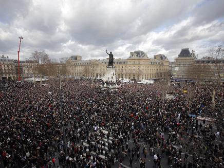 3.7 מיליון איש בעצרת אחת. פריז, היום