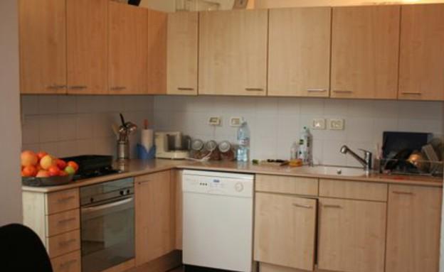 צביעת מטבחים, ארונות עליוניים לפניי (צילום: צילום ביתי)