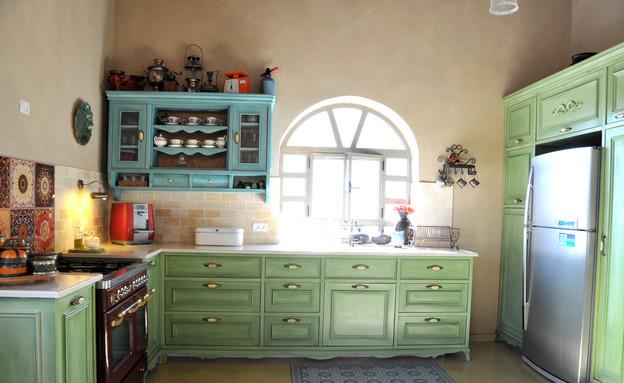 צביעת מטבחים, מטבח טורקיז צילום מיכל יניב (צילום: מיכל יניב)
