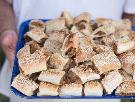 לייבל קונדיטוריה חיפה בורקס כרוב (צילום: נמרוד סונדרס, אוכל טוב)