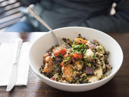 יולי לאנץ' בוקס תבשיל קינואה (צילום: נמרוד סונדרס, אוכל טוב)