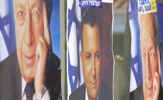 פוסטרים של ברק ושל שרון לקראת בחירות 2001 (צילום: David Silverman, GettyImages IL)